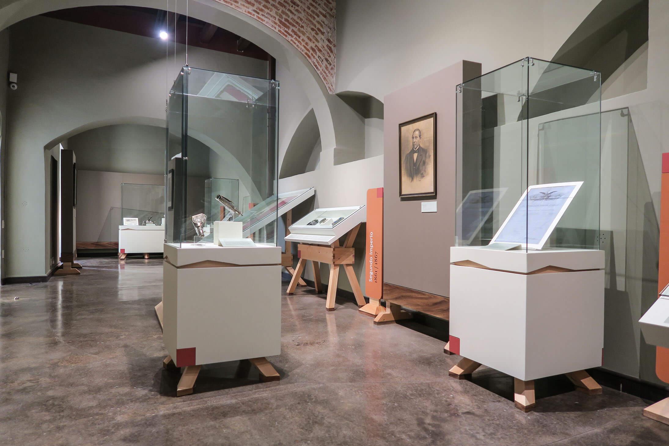 diseño industrial, mobiliario - Museo de Los Conspiradores, Querétaro, diseño, fabricación y montaje mobiliario museográfico, diona
